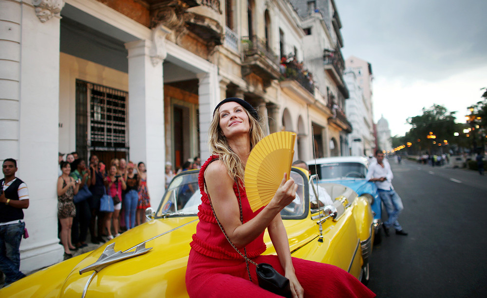 artikel_chanel_cuba_show_reuters-rtx2cpol-highres